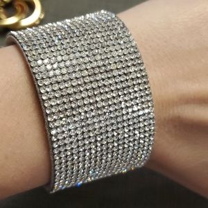 Glittery bracelet with magnetic closure